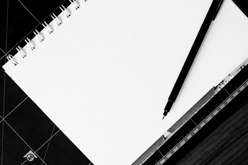 desk-notebook-table-book-pencil-black-and-white-801007-pxhere.com